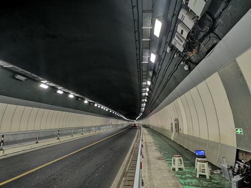 "wedvictor伟德下载新型5/4""漏缆助力铁塔、联通、电信5G隧道覆盖,实现5G手机高速应用!(图1)"
